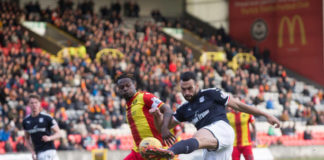 Steven Caulker of Dundee crosses past Abdul Osman