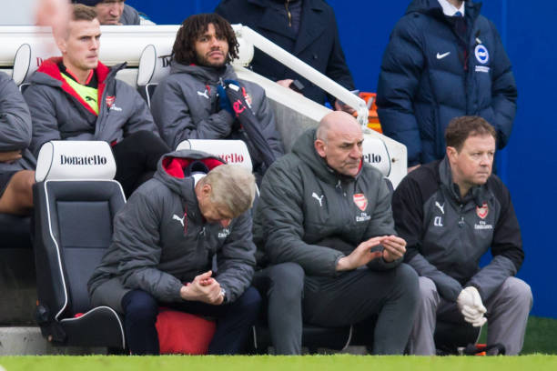 Defeated Wenger hangs his head