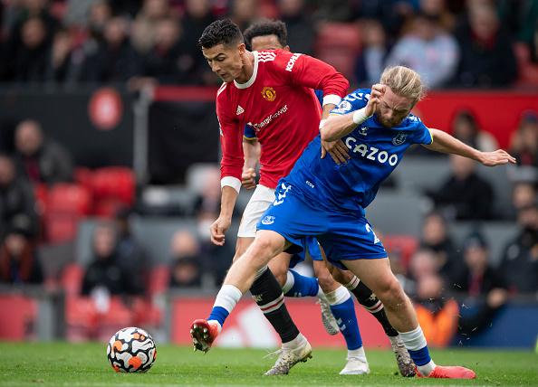 Manchester United's Midfield Struggle